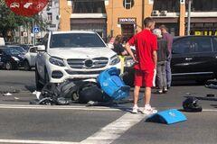 В центре Киева столкнулись два авто и скутер пиццерии Domino's