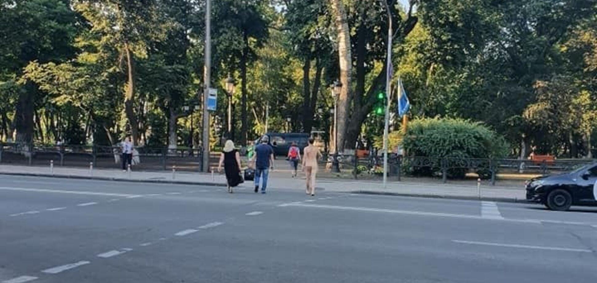 В Киеве заметили голого мужчину