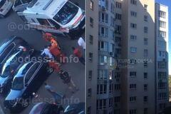 В Одессе из окна многоэтажки выпала 19-летняя киевлянка