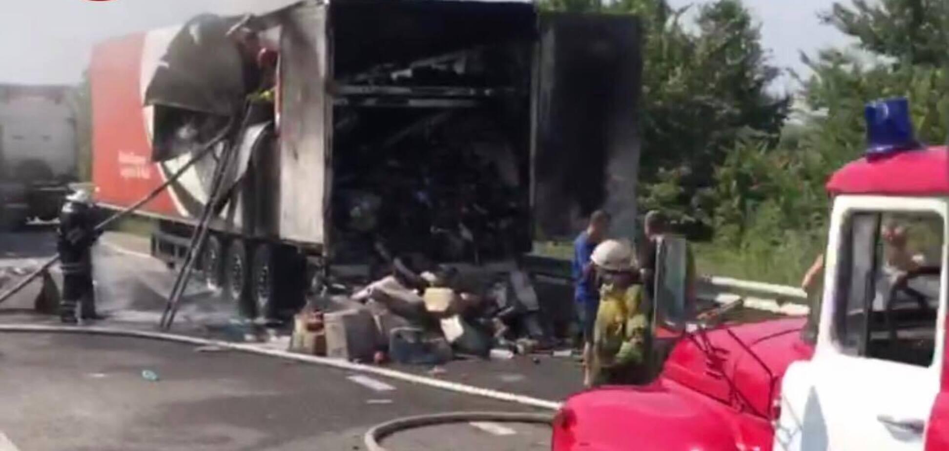 На Бориспольской трассе загорелся автомобиль Новой почты. Источник: Киев оперативный