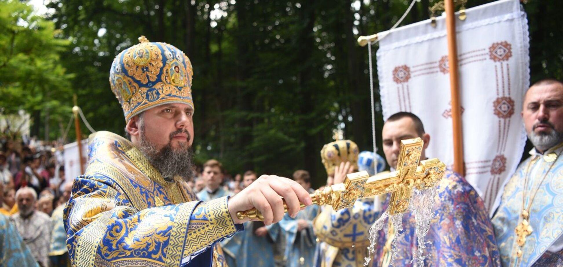 Митрополит Епифаний на богослужении в Святогорском мужском монастыре