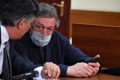 Ефремов был один в машине во время ДТП: в суде зачитали результат экспертизы