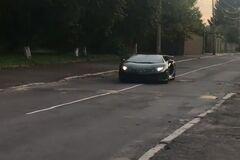 Суперкар за $650 000 'прижился' на разбитых дорогах Украины