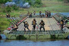 При обрушении моста в России на самом деле пострадали 17 солдат