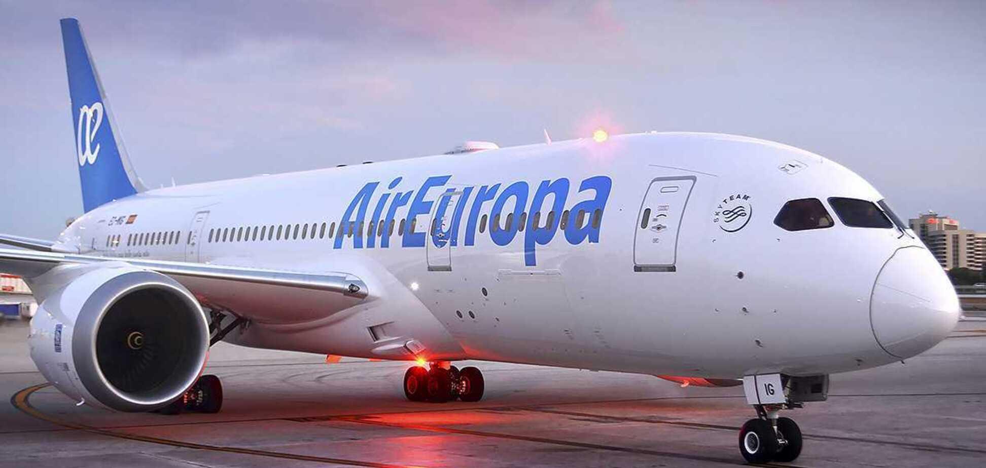 Українець відмовився надягати маску в літаку