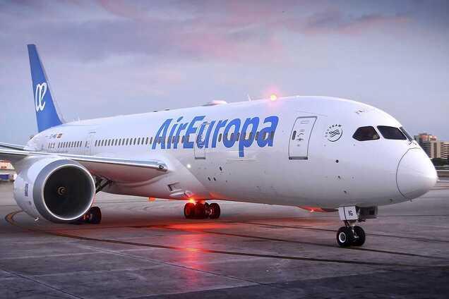 Украинец отказался надевать маску в самолете