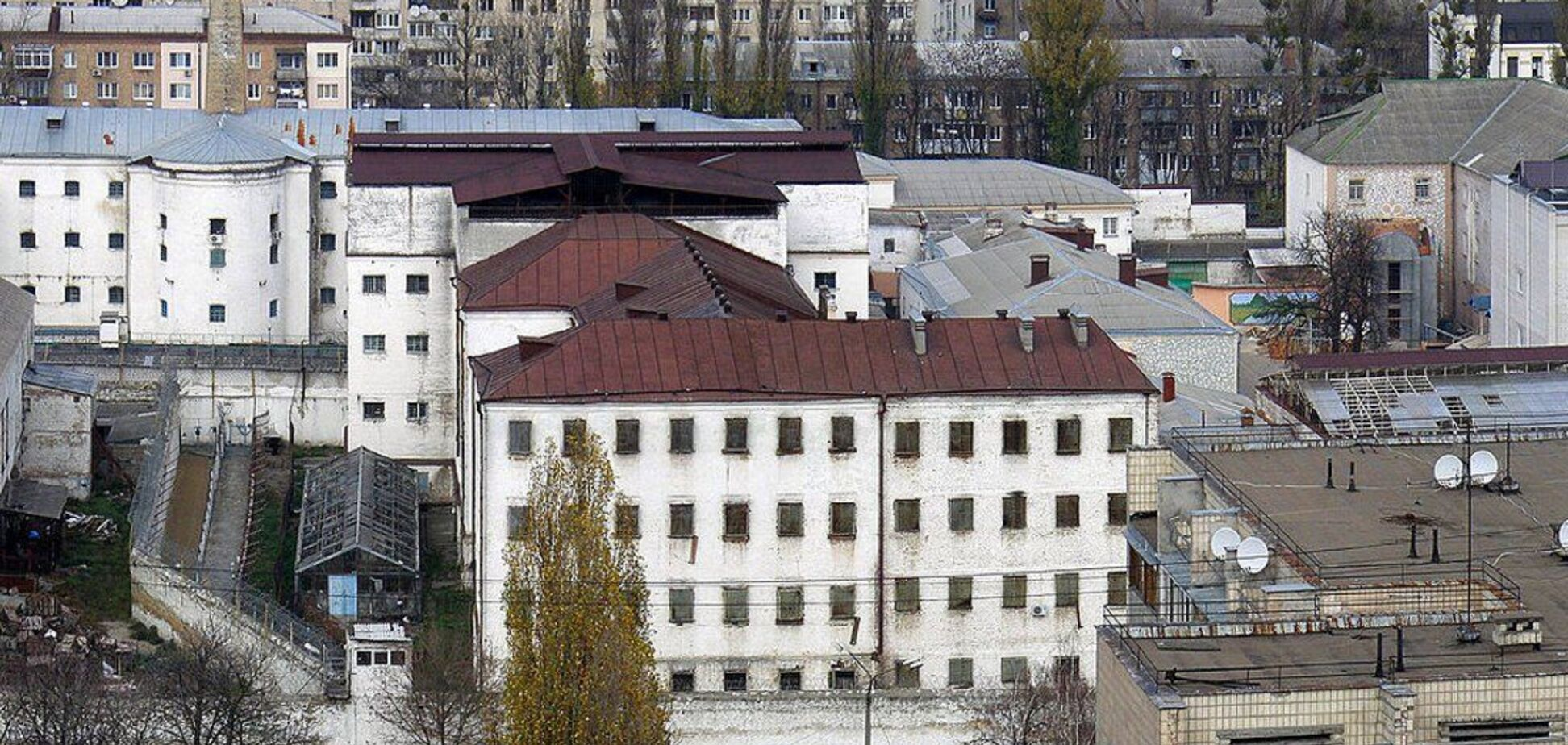 Співробітників Лук'янівського СІЗО звинуватили у катуваннях ув'язнених: там виправдалися