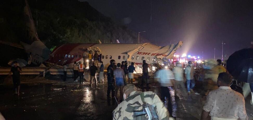 В результате крушения самолета в Индии есть погибшие и пострадавшие