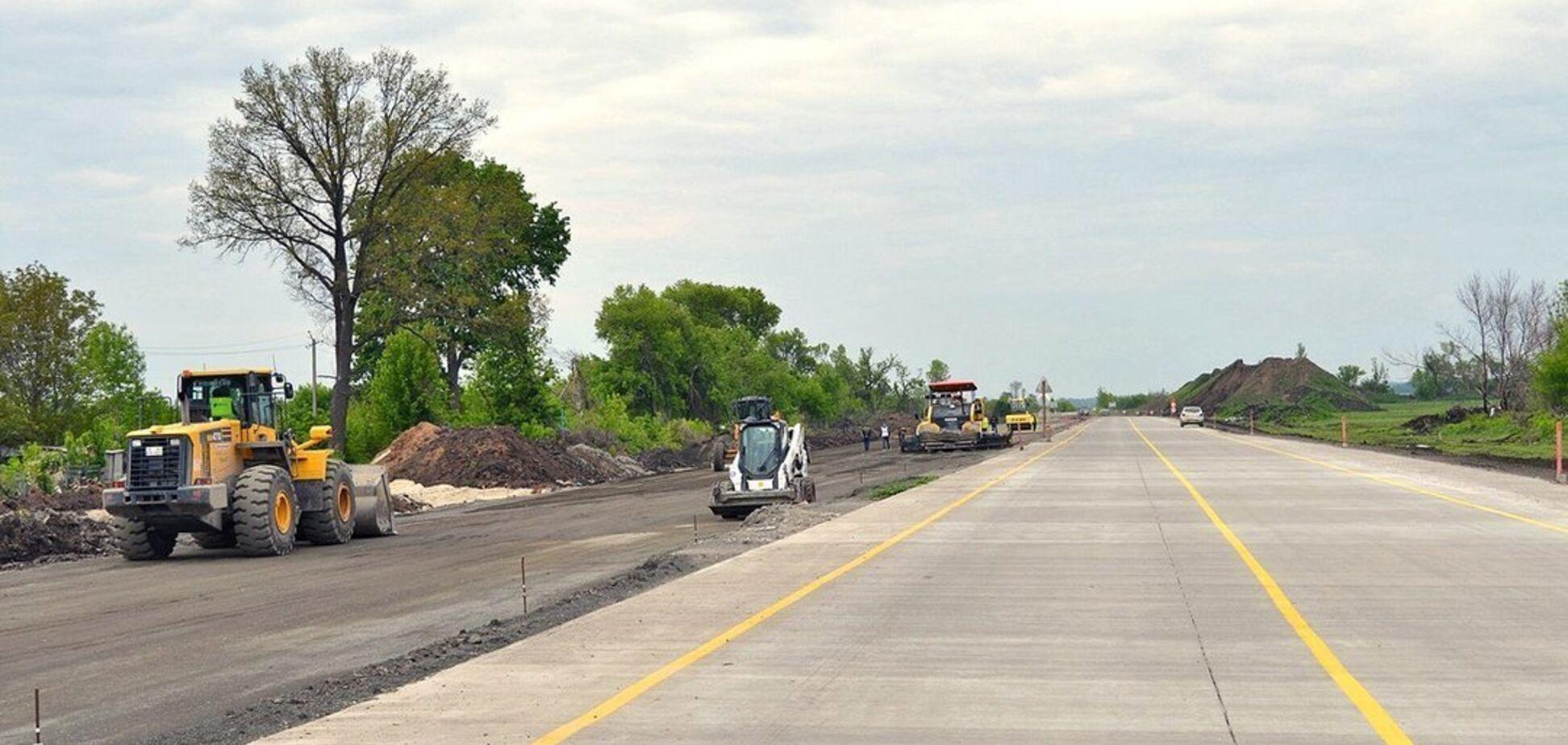 На Полтавщине незаконно добывали песок, вместо строительства дорог. Видео