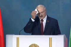 Из выступления Лукашенко вырезали платок для пота