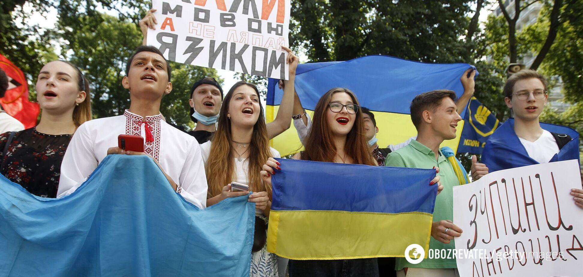 Украина не запрещает русский язык. Она защищает украинский