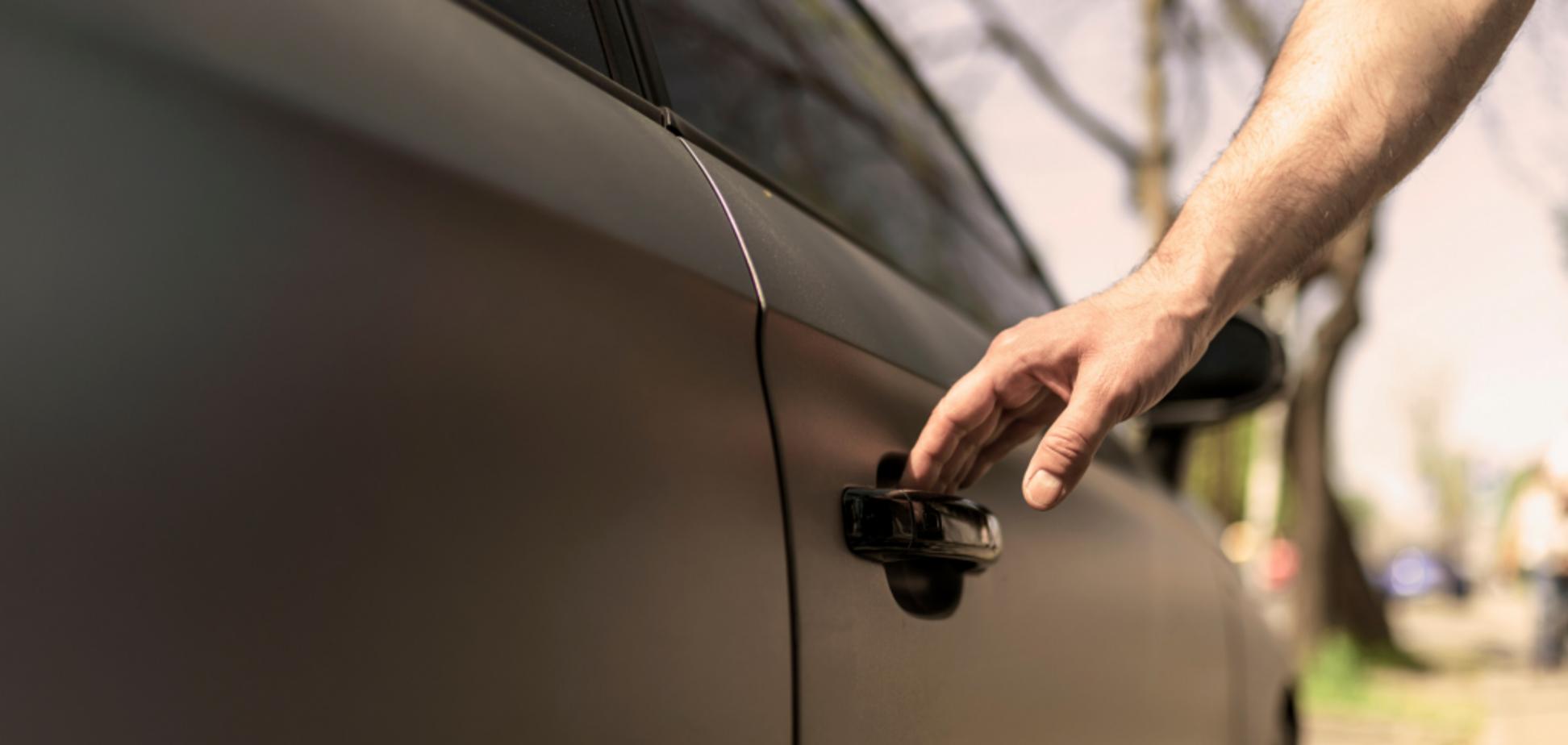 Як дуже швидко охолодити нагріту сонцем машину: простий лайфхак