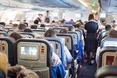 Названы самые грязные места в самолете