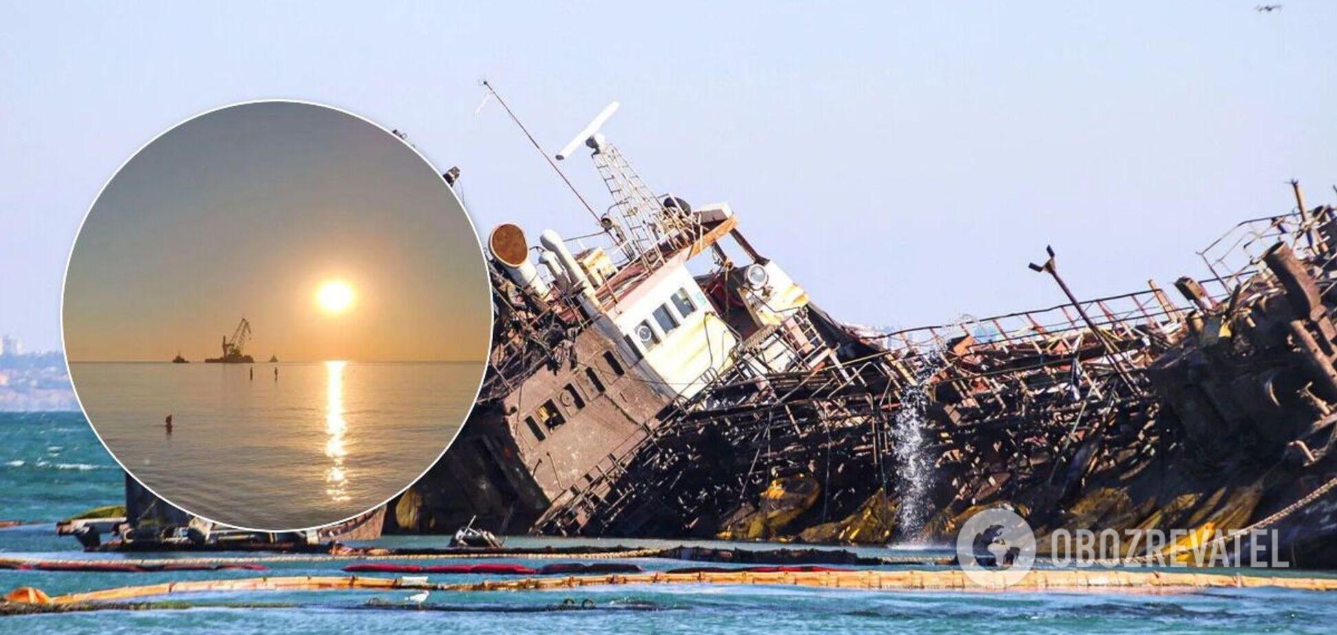 Танкер Делфі підняли з моря