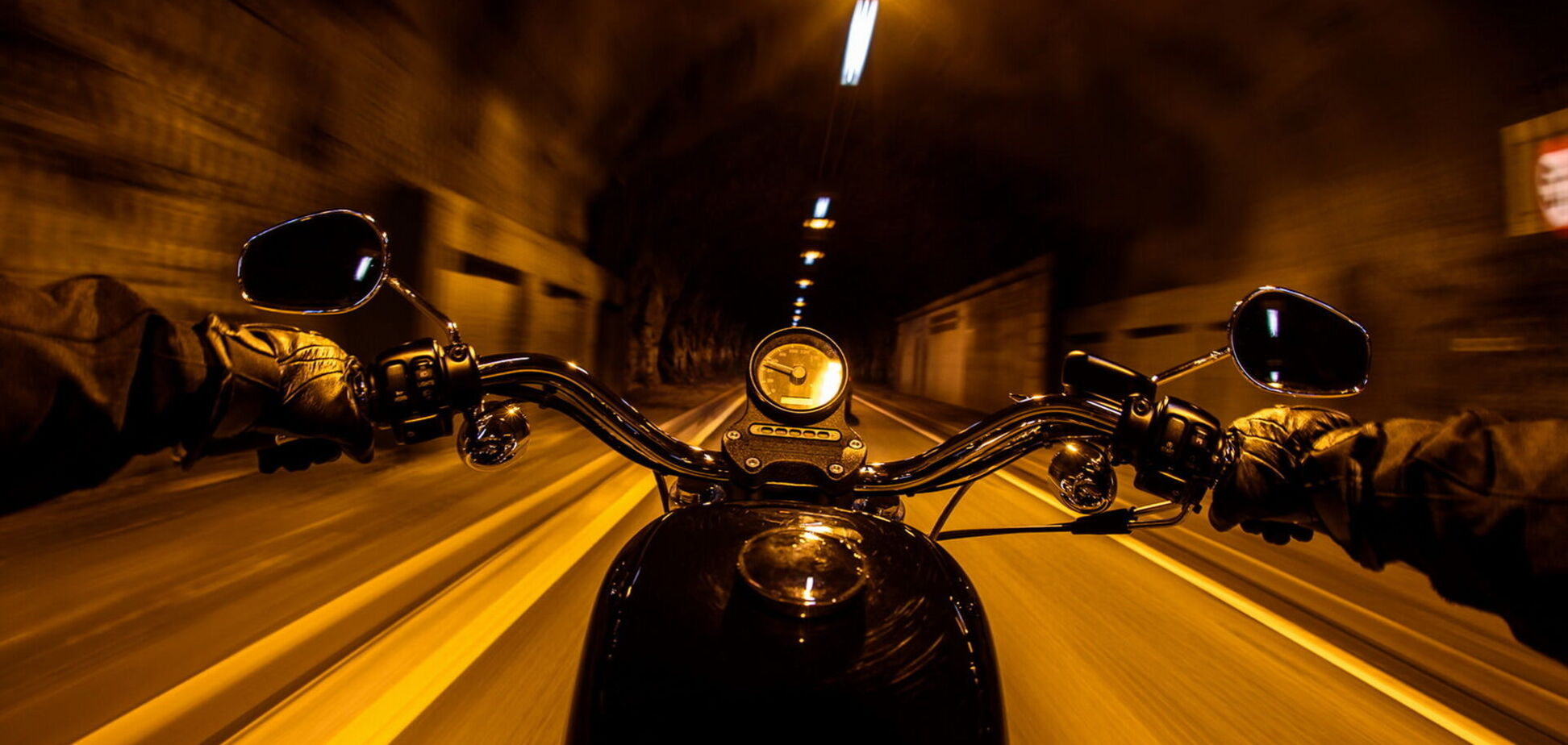 У Кривому Розі мотоцикліст потрапив у ДТП на швидкості 120 км/год. Фото 18+