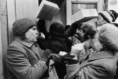 Первые трудовые книжки в СССР появились 80 лет назад: кому выдавали и какими были