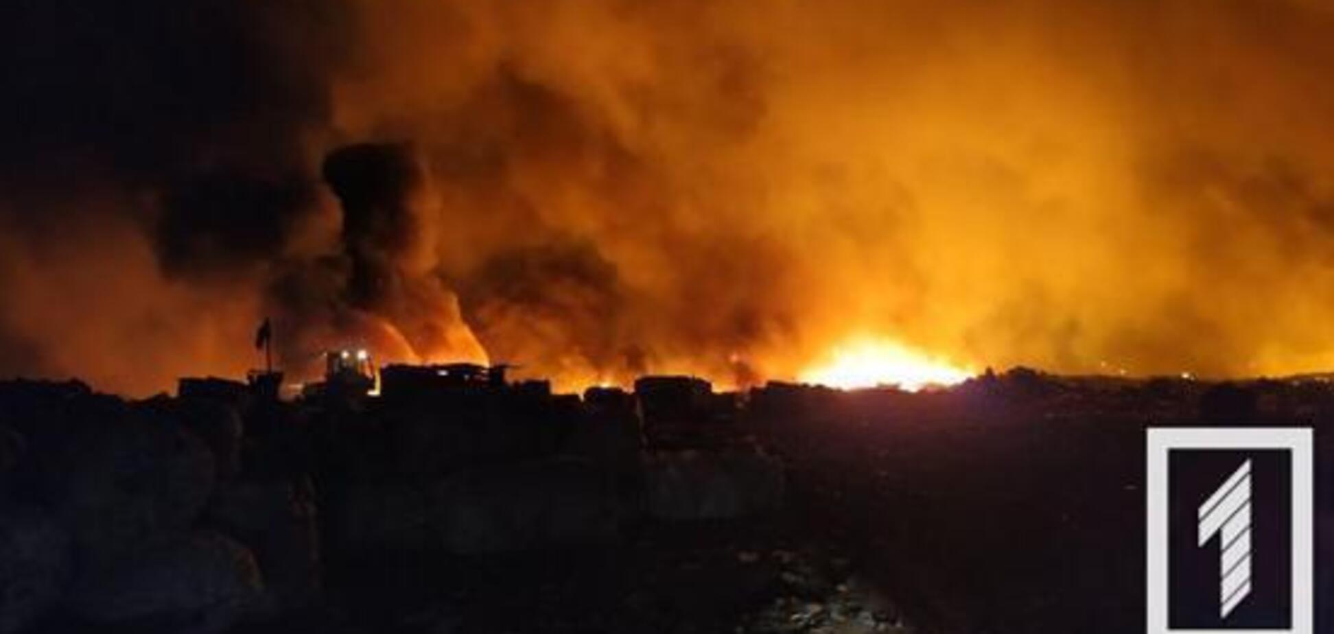 У Кривому Розі вогонь охопив масштабний сміттєвий полігон. Фото з місця НП