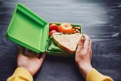 В Днепре школьника не пустили в столовую со своей едой