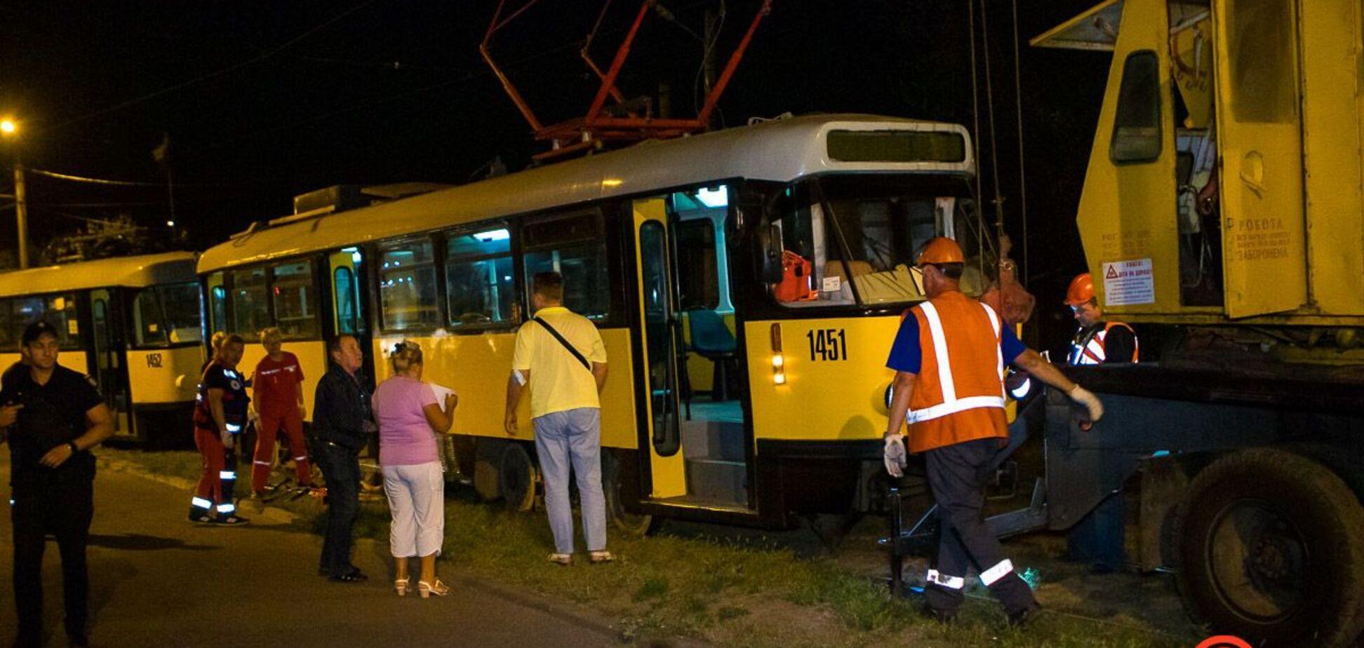 В Днепре трамвай №15 наехал на мужчину. Фото и видео