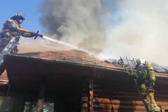 На окраине Ужгорода загорелся гостинично-ресторанный комплекс