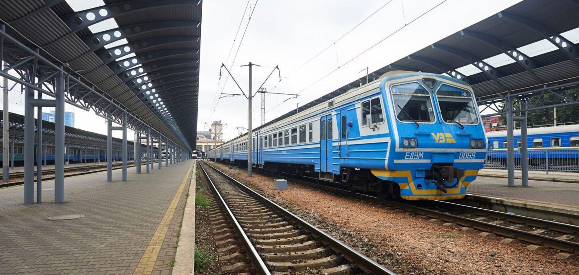В поезде Ужгород-Одесса пассажир разбил окно