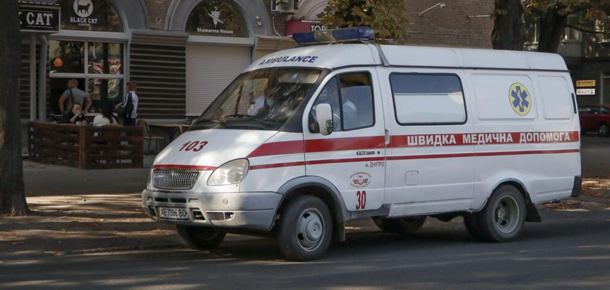 У Дніпрі авто збило дівчинку-підлітка на 'зебрі'. Фото з місця