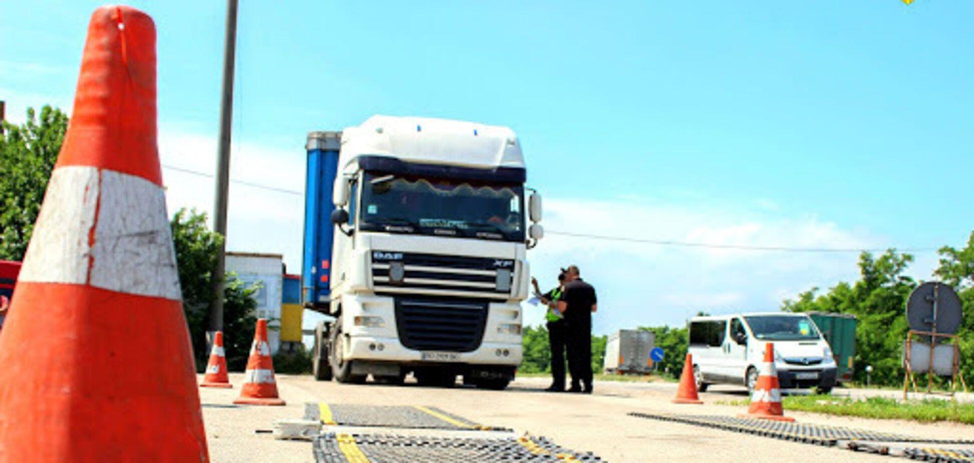 В Україні за переповнені вантажівки нарахували понад 4 млн грн штрафів. Фото: Голос України