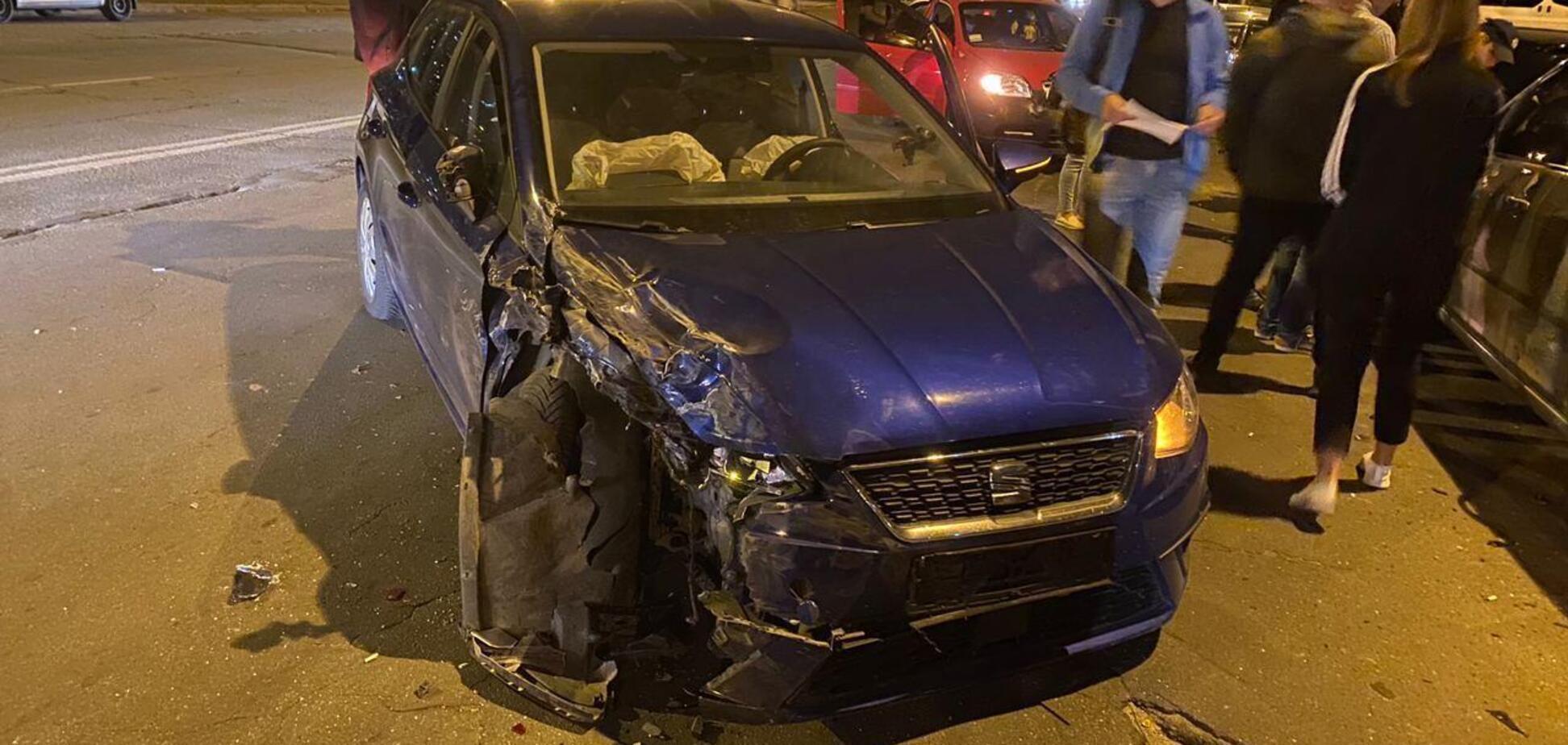 У Києві на Троєщині зіштовхнулися 8 авто