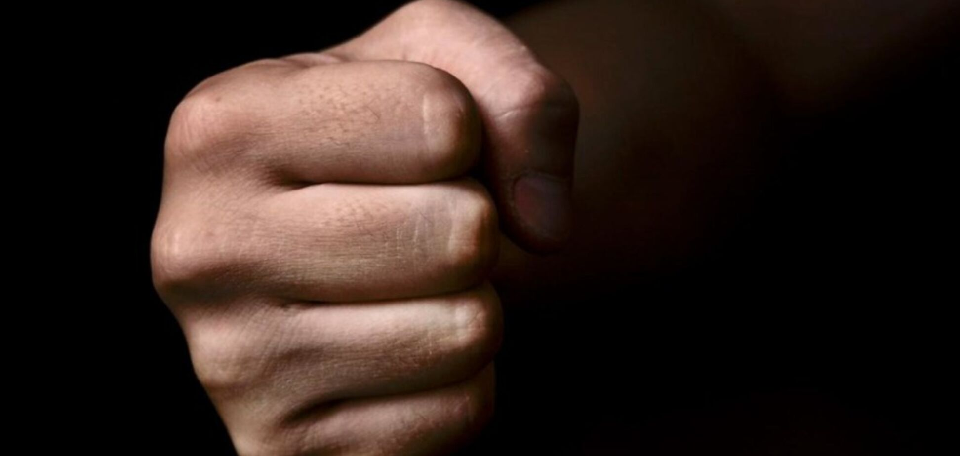 В Каменском на территории промышленной базы злоумышленник избил мужчину