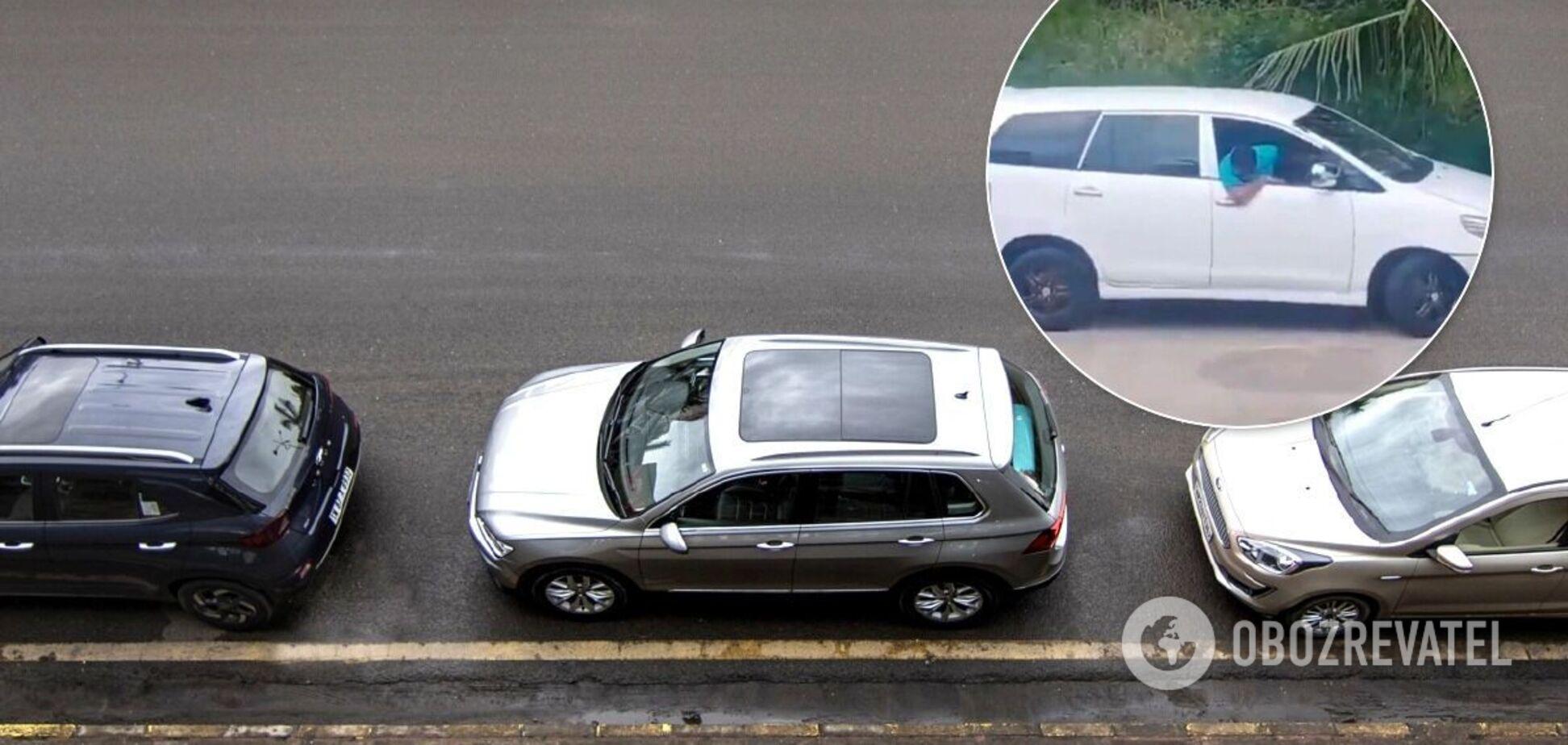 Звичайний водій показав верх майстерності паралельного паркування