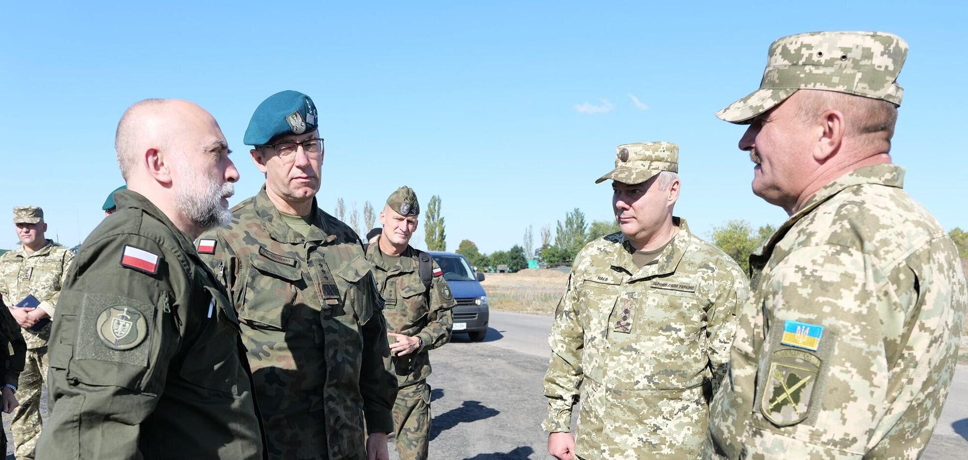 Командувач ОС ЗСУ Наєв ознайомив партнерів із Польщі з ситуацією на сході