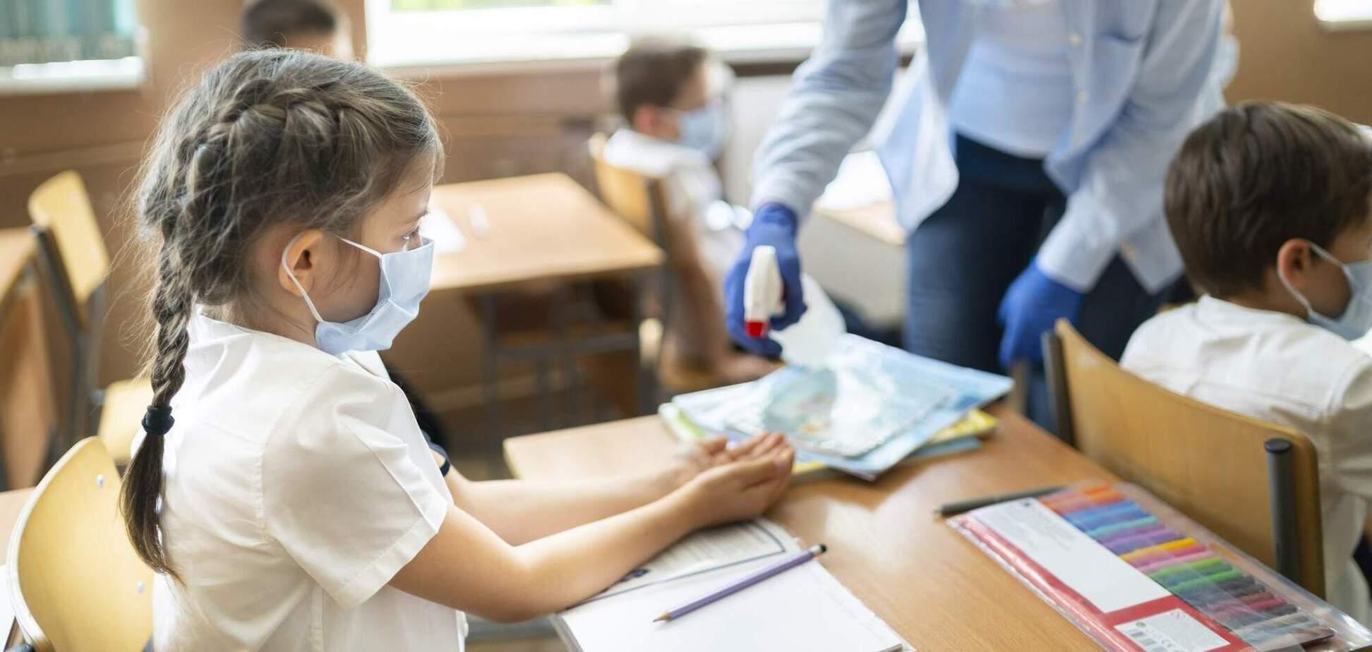 У школі Дніпра вчителя підхопили COVID-19: дітей відправили на карантин