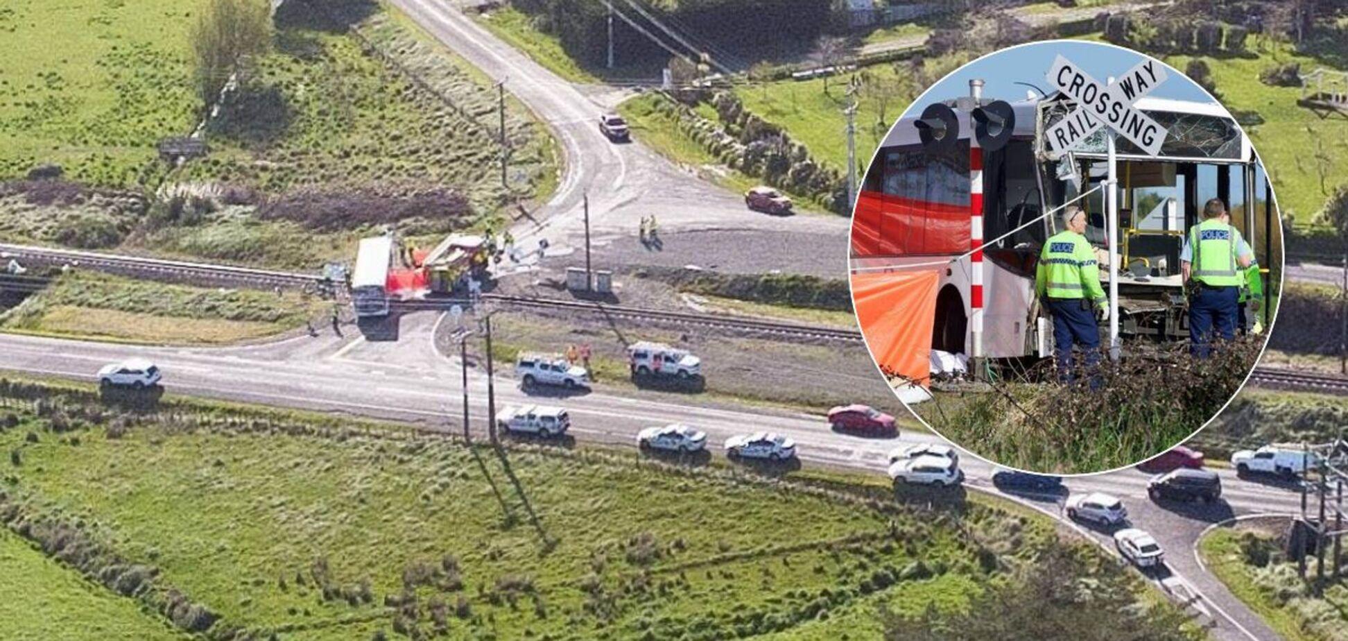 В Новой Зеландии столкнулись поезд и школьный автобус