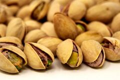 Учасники експерименту їли більше 40 грамів фісташок без добавок щодня