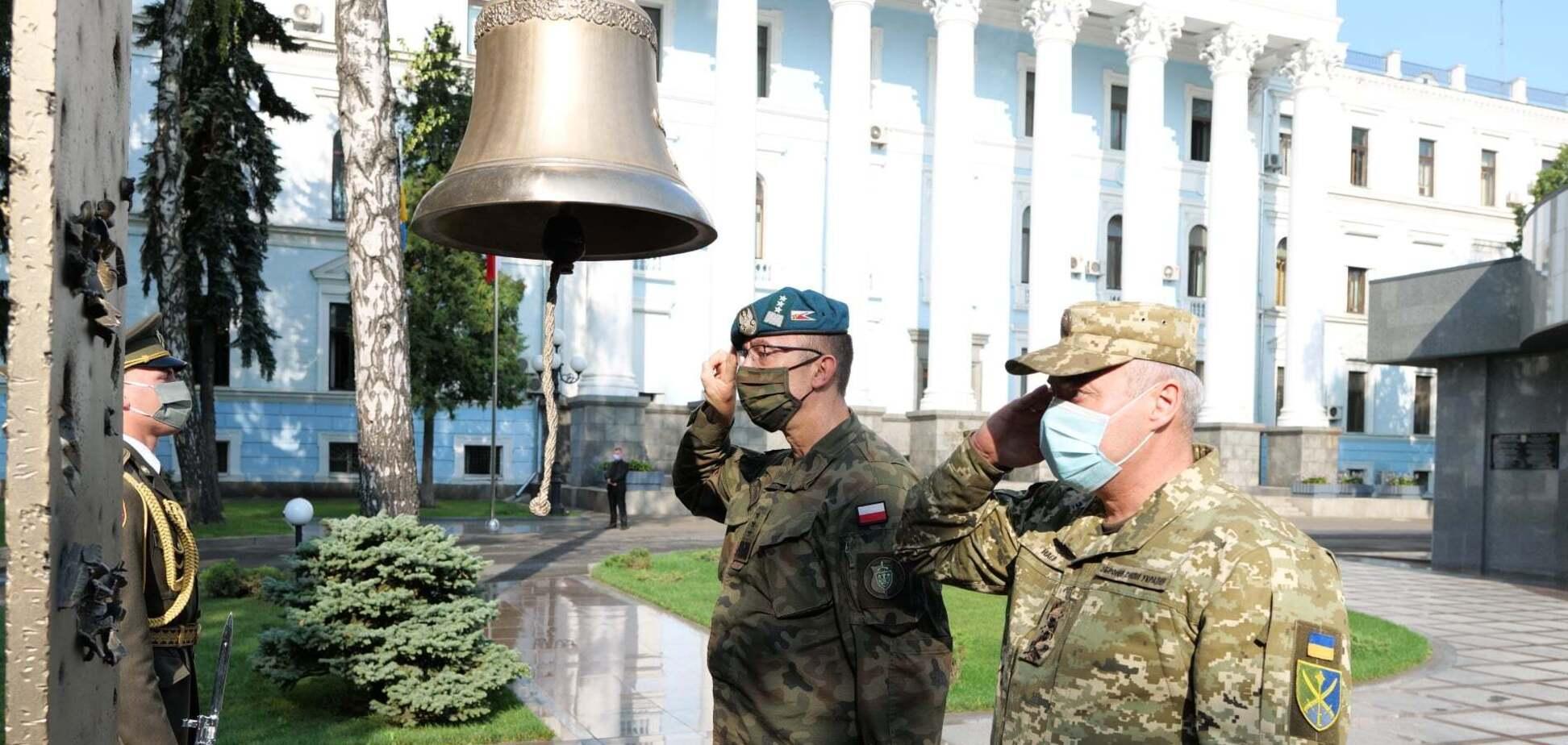 Польський генерал Томаш Піотровські вшанував загиблих Героїв ЗСУ