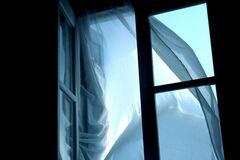 В Кривом Роге мужчина с подозрением на COVID-19 выпрыгнул из окна больницы