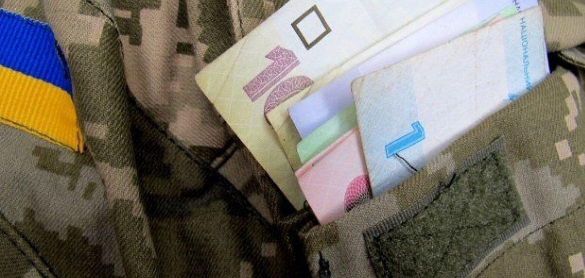 Военнослужащим, которые не имеют нарушений, ввели дополнительные вознаграждения. Фото: 5 канал