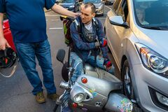 В Днепре скутериста избили шлемом за тройное ДТП. Фото и видео