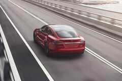 Поліція оштрафувала водія Tesla, який спав на швидкості 150 км/год