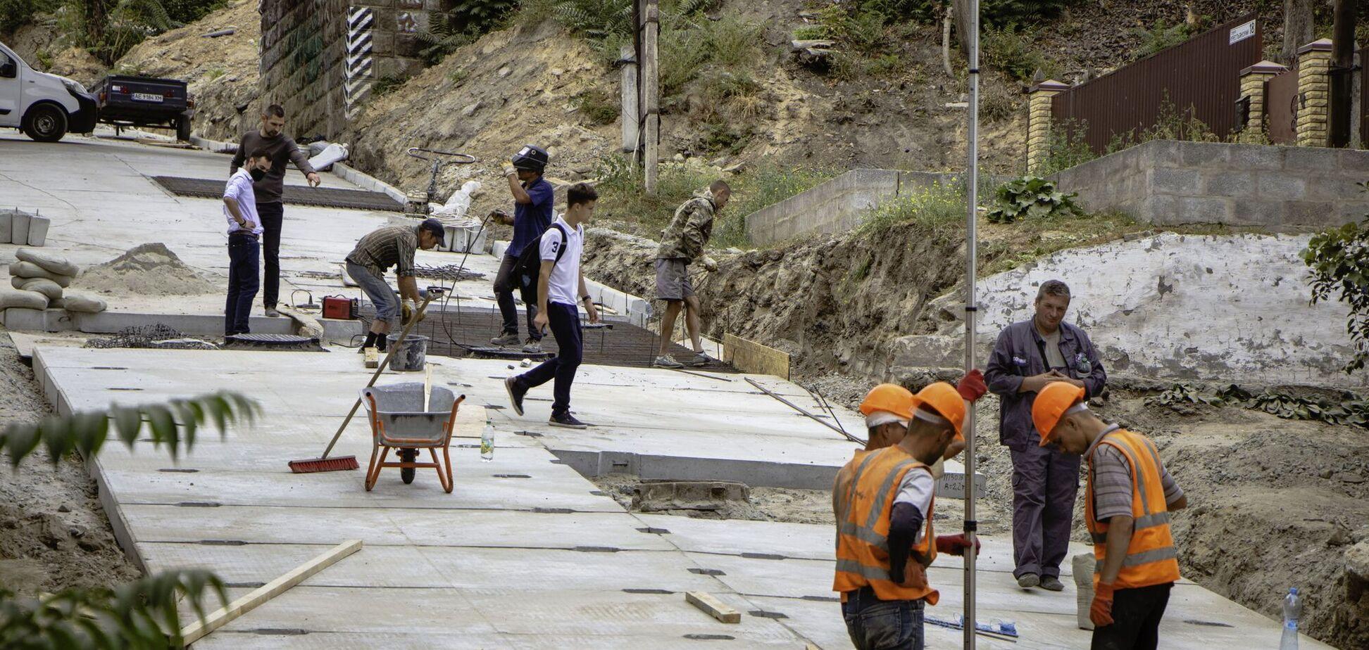 Капитальный ремонт Селянского спуска в Днепре завершится в октябре