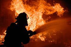 В Киеве на Троещине загорелась квартира