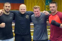 Владислав Сиренко (крайний справа)