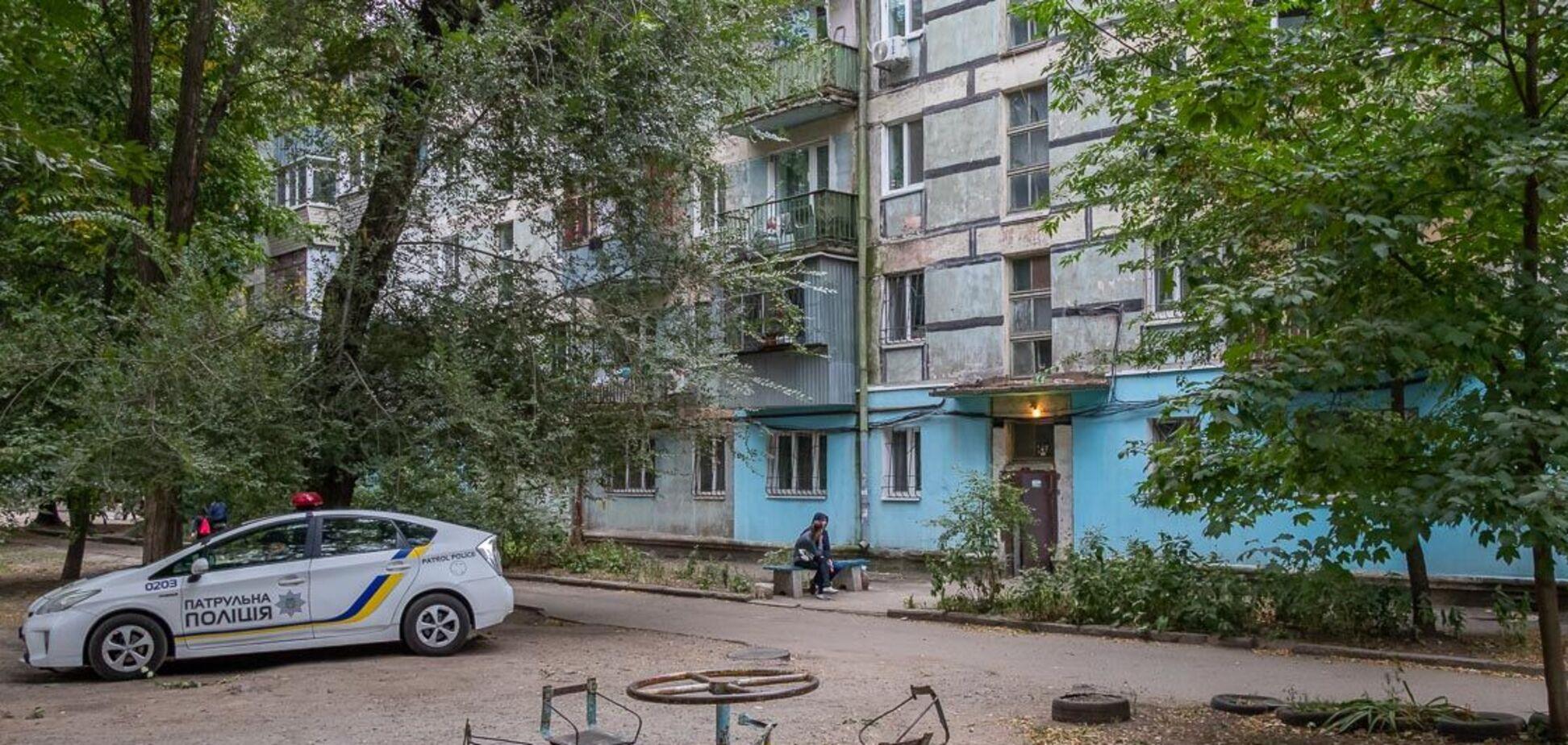 У Дніпрі жінка повісилася на дверях у своїй квартирі