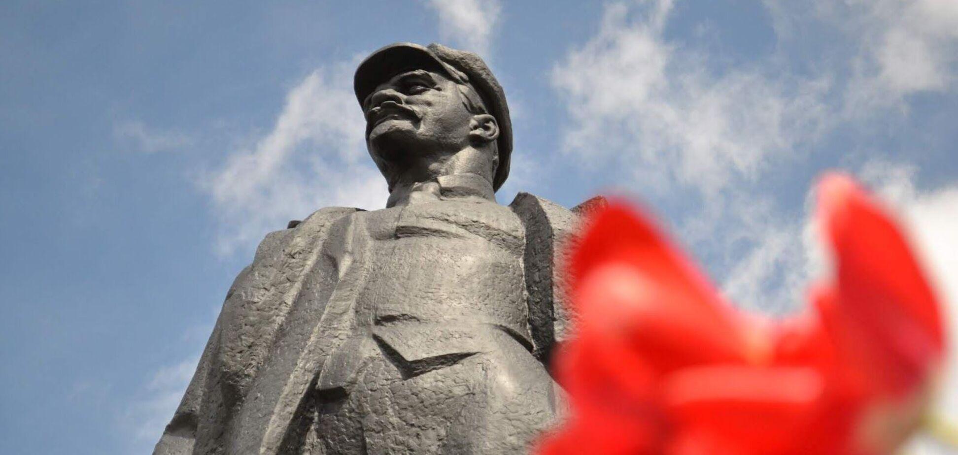 Політичне ніщо для Росії і Ленін в 'Ізоляції'