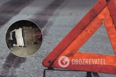 На Буковине пассажирский микроавтобус столкнулся с легковушкой и перевернулся