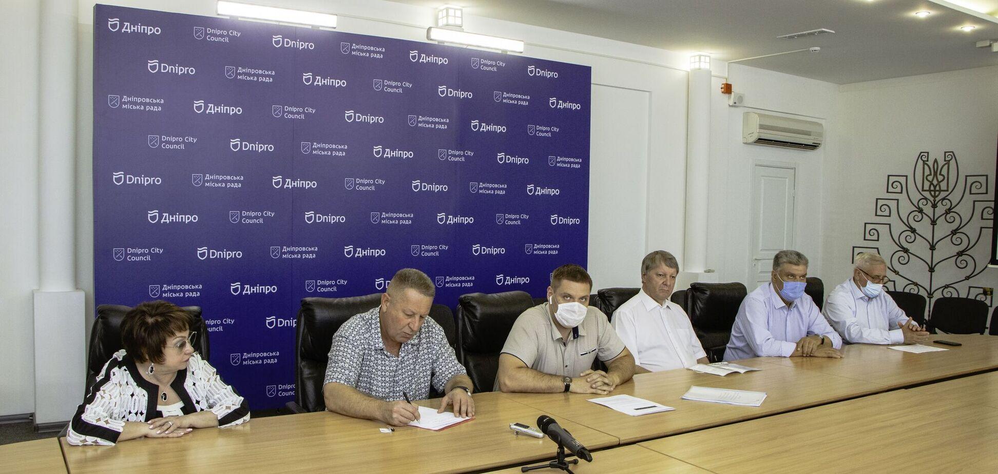 На круглом столе в Днепровском горсовете рассказали, как выплачиваются зарплаты медработникам