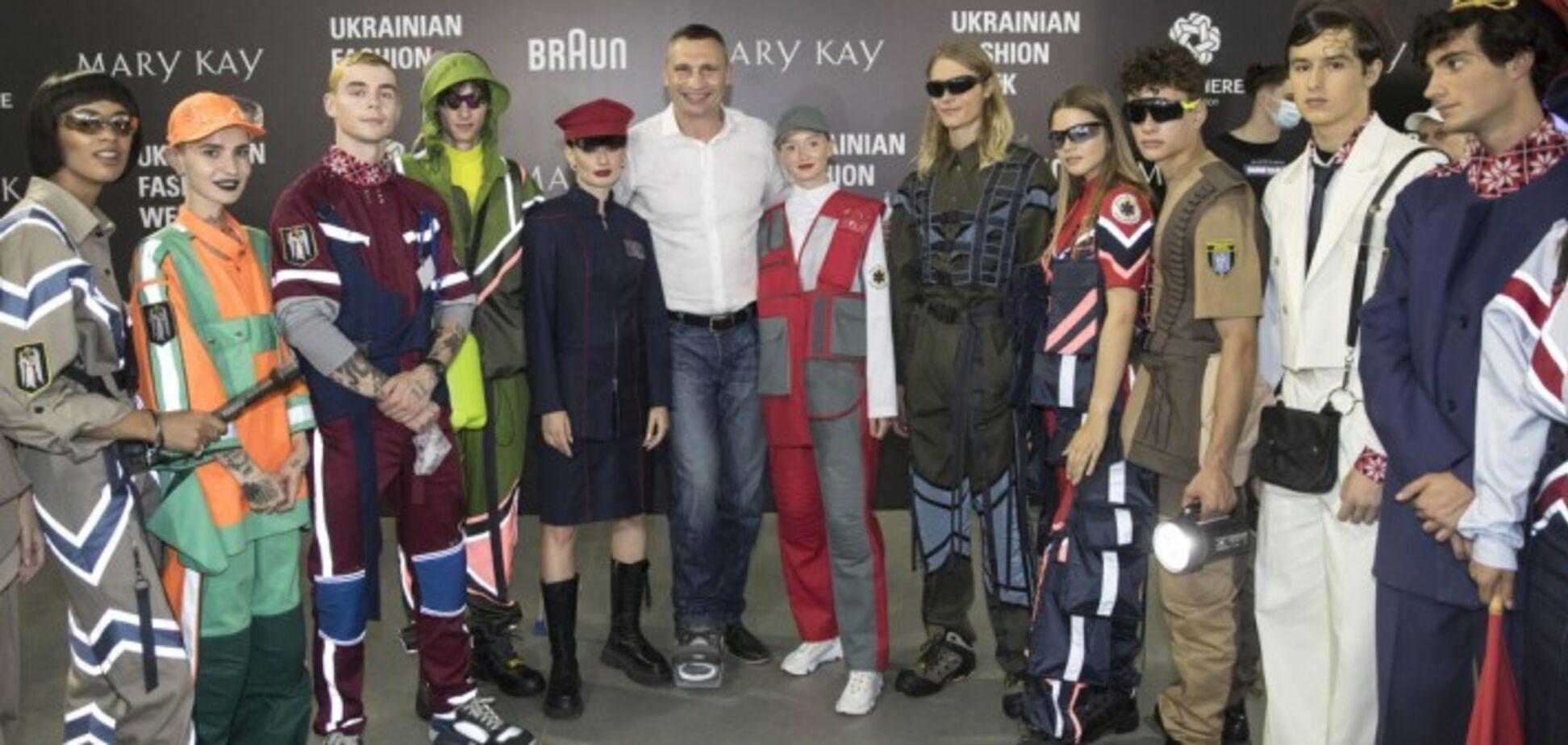 Кличко посмотрел показ мод для комунальщиков на Ukrainian Fashion Week. Фото: Пресс-служба мэра Киева