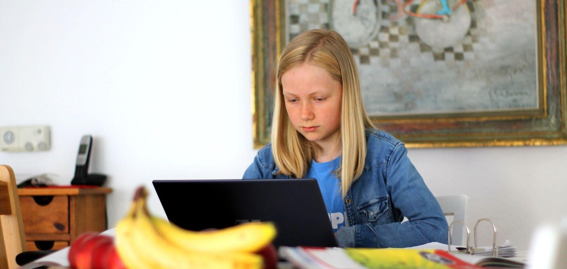 Наиболее популярны для дистанционного обучения программы Moodle, Google Classroom и Microsoft Teams