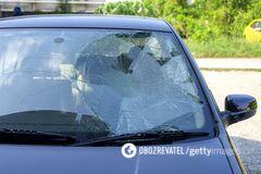 В Мариуполе авто влетело в остановку с людьми