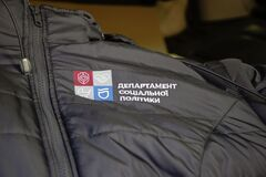Соцработникам Днепра доставили брендированную одежду для работы